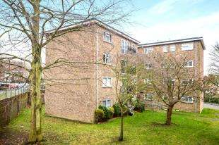 2 Bedrooms Flat for sale in Harold Street, Dover, Kent