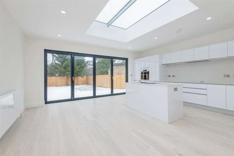4 Bedrooms Detached House for rent in Leigh Gardens, London
