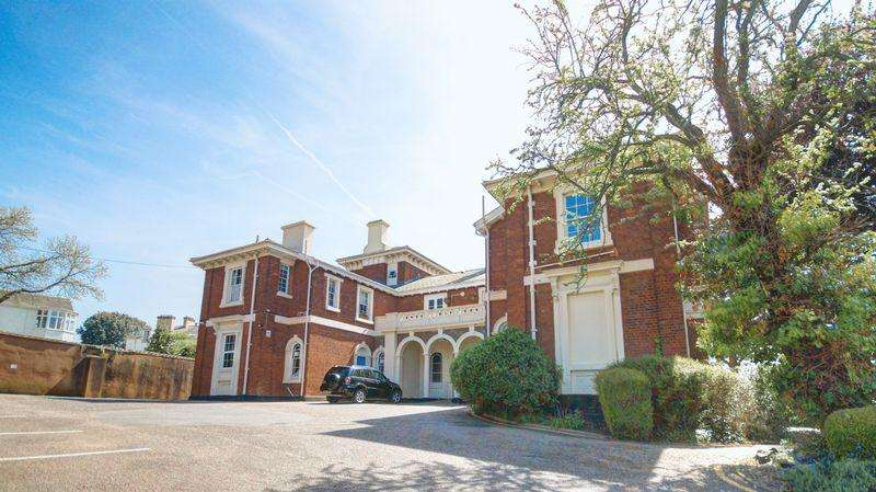2 Bedrooms Apartment Flat for sale in Ernsborough Court, St Leonards