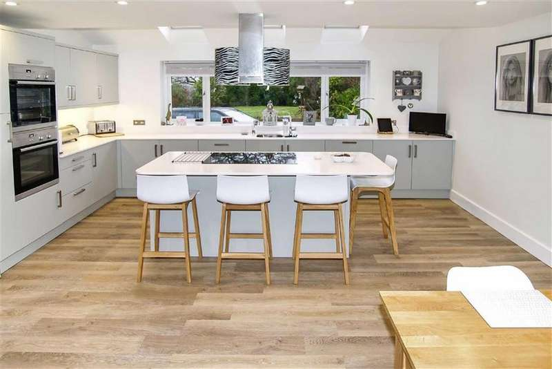 4 Bedrooms Detached House for sale in West Close, Haslemere, Surrey, GU27