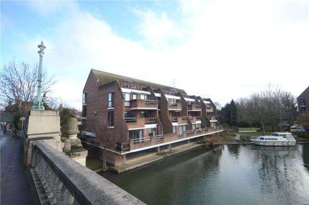 2 Bedrooms Apartment Flat for sale in Riverside Court, Caversham, Reading