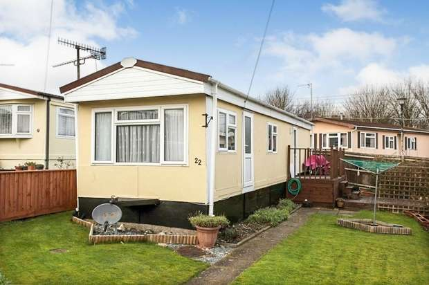 2 Bedrooms Park Home Mobile Home for sale in Beverley Hills Park, Boscombe Down, Amesbury, Salisbury, Wiltshire