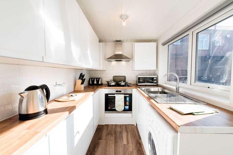 4 Bedrooms House Share for rent in Ridge Hill Lane, Stalybridge,SK15 1NF