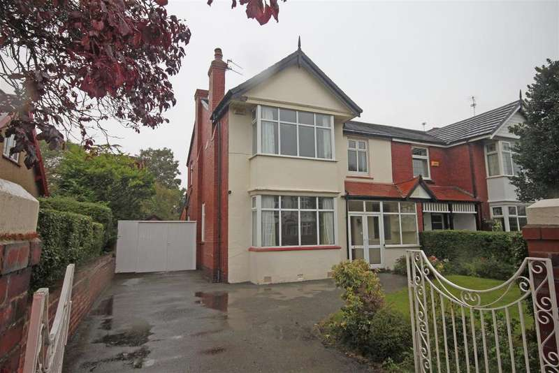 4 Bedrooms Semi Detached House for sale in Dunkirk Road, Southport