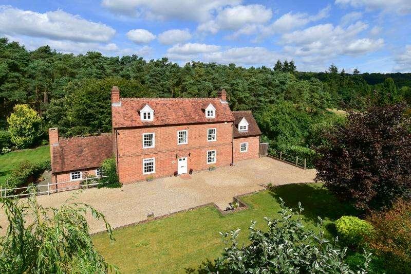 6 Bedrooms Detached House for sale in Puttenham, Puttenham, Godalming