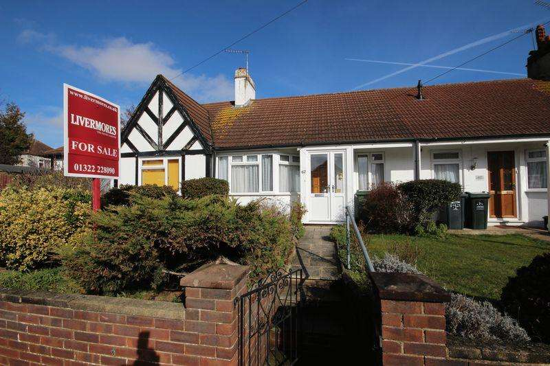 2 Bedrooms Bungalow for sale in Priory Hill, Dartford, DA1