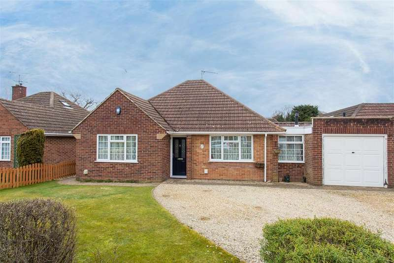4 Bedrooms Detached Bungalow for sale in Fennels Farm Road, Flackwell Heath
