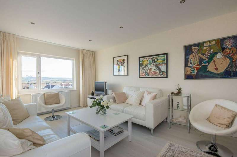 2 Bedrooms Flat for sale in 8 Lammermuir Court, Gullane, East Lothian, EH31 2HU