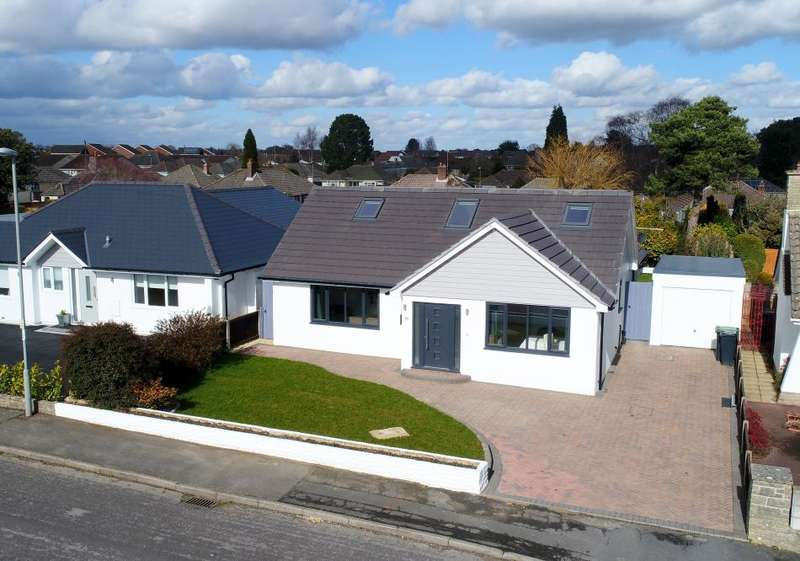 4 Bedrooms Detached Bungalow for sale in Linden Close,West Parley