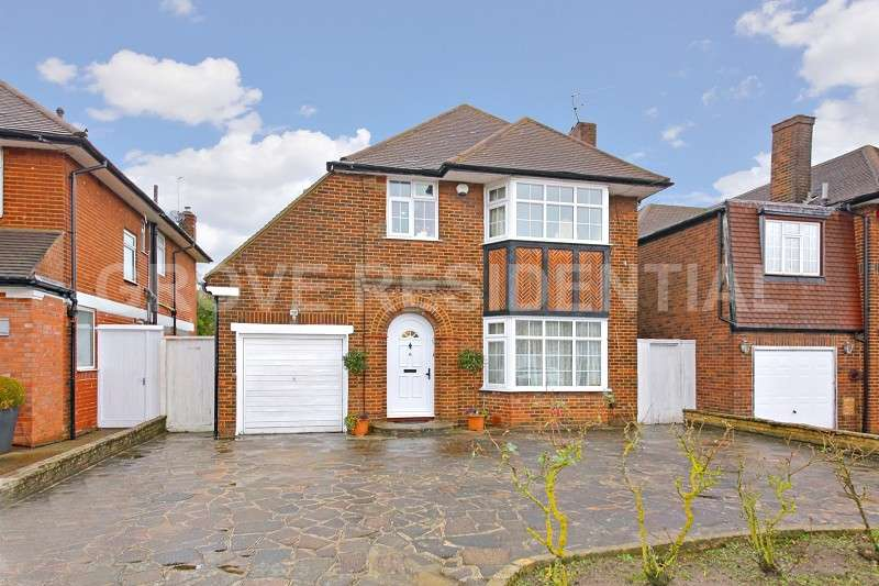 4 Bedrooms Detached House for sale in Harrowes Meade, Edgware, Greater London. HA8 8RP