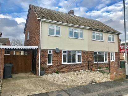 3 Bedrooms Semi Detached House for sale in Sunnybank, St. Neots, Cambridgeshire