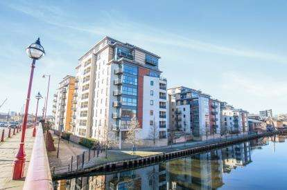 2 Bedrooms Flat for sale in St. James Quay, Bowman Lane, Leeds, West Yorkshire