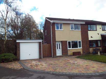 3 Bedrooms Semi Detached House for sale in St James Gardens, Leyland