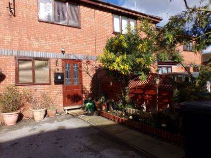 2 Bedrooms Terraced House for sale in Padden Brook Mews, Romiley, Stockport, Cheshire