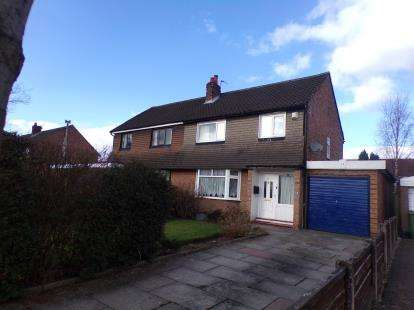 3 Bedrooms Semi Detached House for sale in Cross Knowle View, Urmston, Manchester