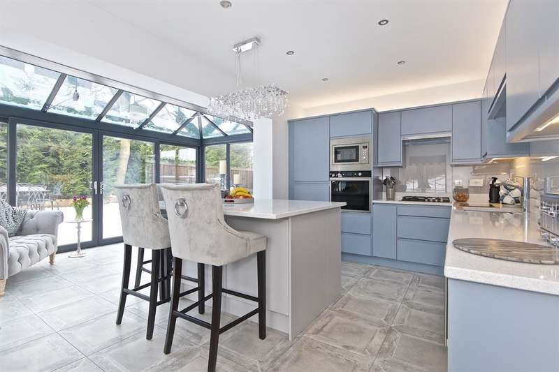 4 Bedrooms Detached House for sale in St. Martins Field, Otley, LS21