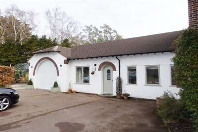 1 Bedroom Cottage House for rent in Croft Drive East, Caldy