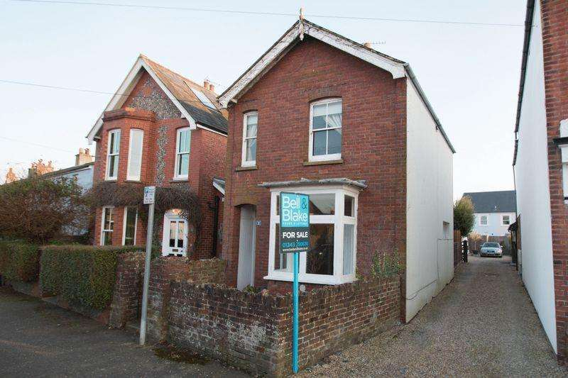 3 Bedrooms Detached House for sale in Pound Farm Road, Chichester