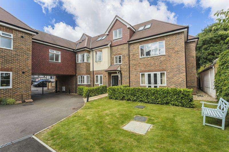 2 Bedrooms Apartment Flat for rent in Outwood Lane, Chipstead