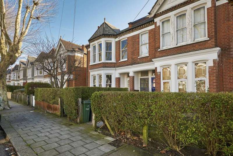 3 Bedrooms Maisonette Flat for sale in Harborough Road, SW16