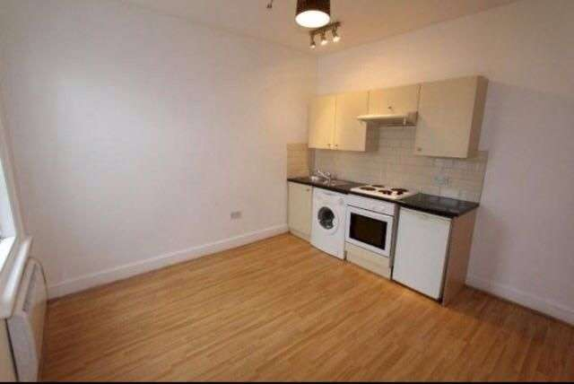 Apartment Flat for sale in Allison Road N8