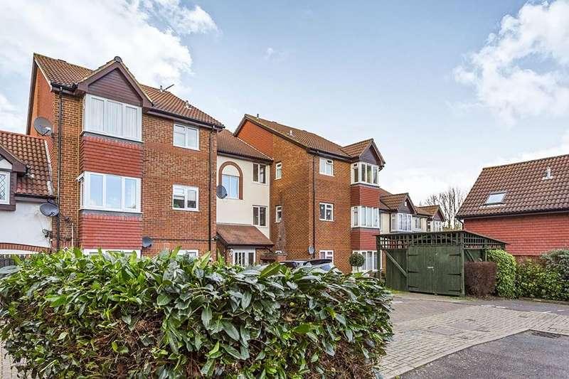 Flat for sale in Sterling Gardens, New Cross, London, SE14