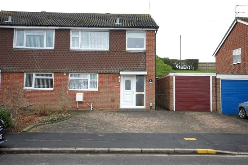 3 Bedrooms Semi Detached House for sale in Gibson Drive, Hillmorton, RUGBY, Warwickshire