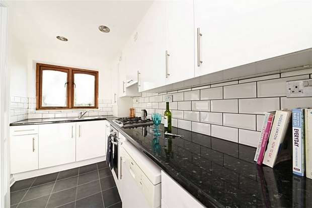 3 Bedrooms Flat for sale in Everdale Court, East Finchley, N2