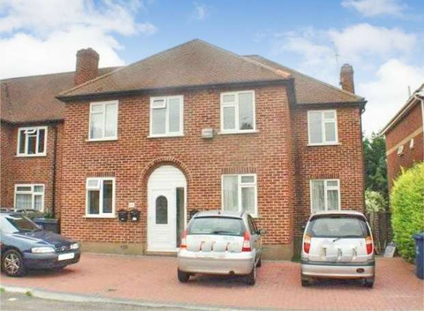 2 Bedrooms Flat for sale in Kenton Lane, Harrow, Greater London