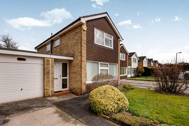 3 Bedrooms Detached House for sale in Dickens Close, Cheadle Hulme, Cheadle, SK8