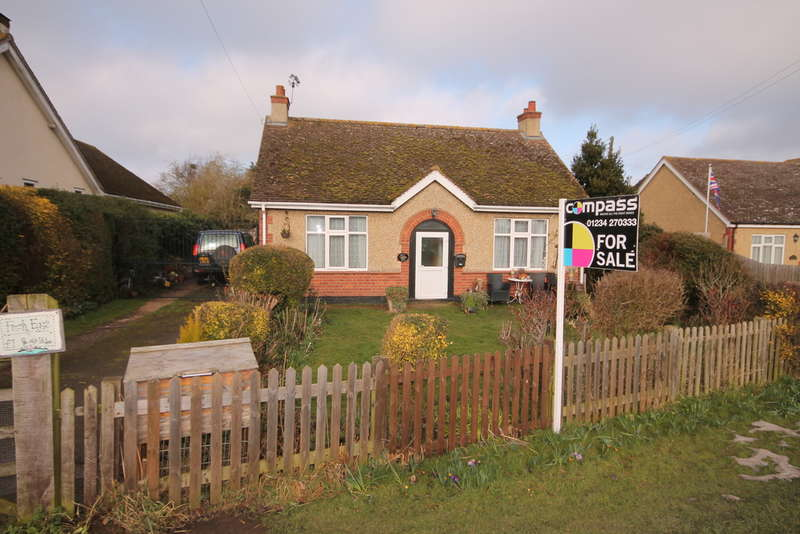 4 Bedrooms Detached Bungalow for sale in Bedford Road, Great Barford, MK44