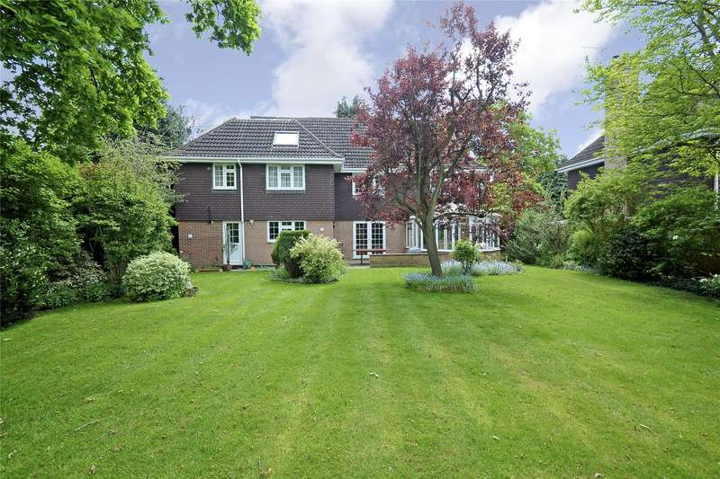 5 Bedrooms Detached House for sale in Woodland Grove, Weybridge, Surrey, KT13
