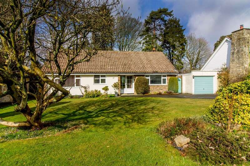 3 Bedrooms Detached Bungalow for sale in Chiltley Way, Liphook