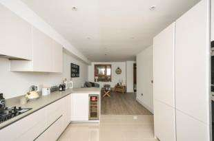 4 Bedrooms Semi Detached House for sale in Friendly Street, LONDON