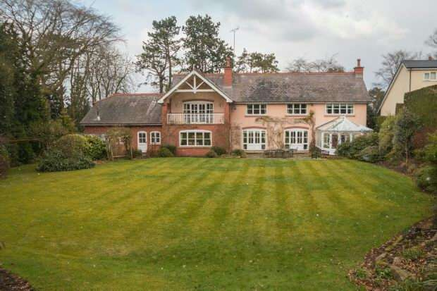 5 Bedrooms Detached House for sale in Bradgate Road, Altrincham