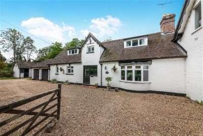4 Bedrooms Semi Detached House for rent in Burstow