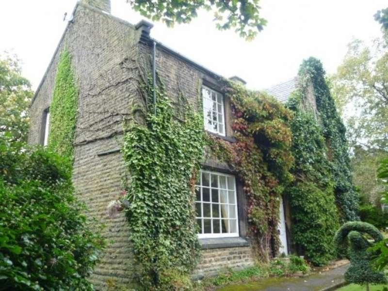 4 Bedrooms Detached House for sale in The Laurels, Little Clegg Road OL15