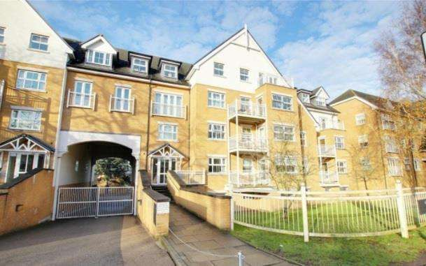 2 Bedrooms Apartment Flat for sale in High Road, Buckhurst Hill