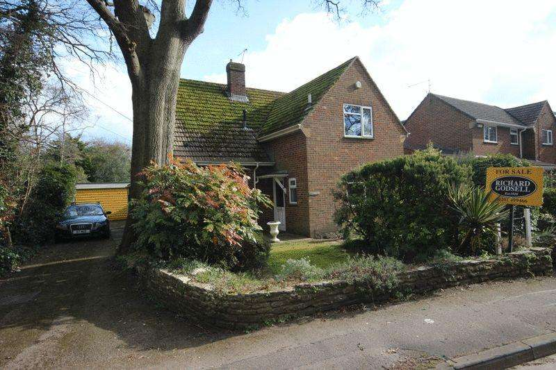 4 Bedrooms Detached House for sale in BURTON CHRISTHCURCH