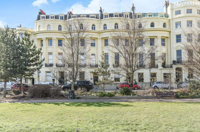 1 Bedroom Flat for sale in Brunswick Square Hove East Sussex BN3