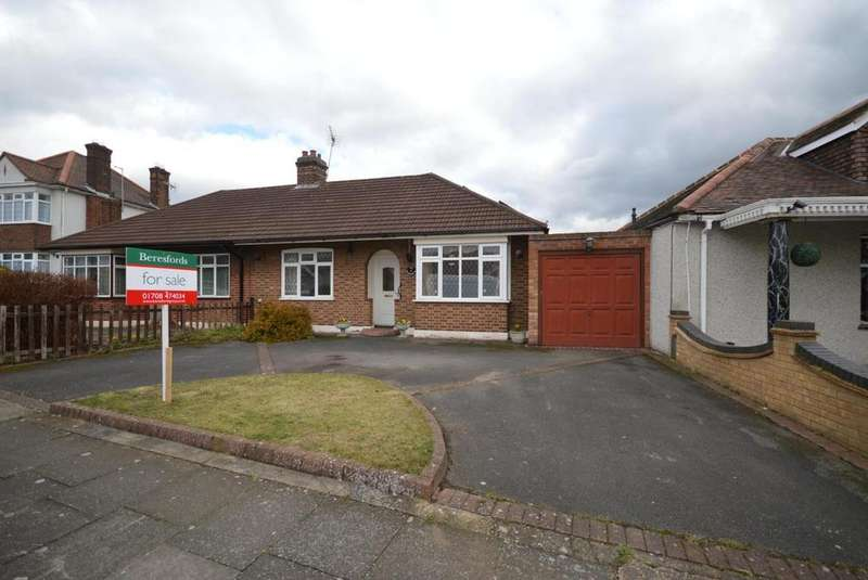 2 Bedrooms Semi Detached Bungalow for sale in Ravenscourt Drive, Hornchurch, Essex, RM12