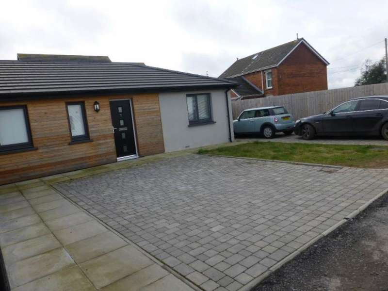 2 Bedrooms Semi Detached Bungalow for rent in Station Road, Kidwelly,