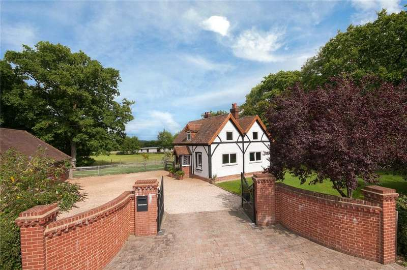 3 Bedrooms House for sale in Stan Hill, Charlwood, Surrey, RH6