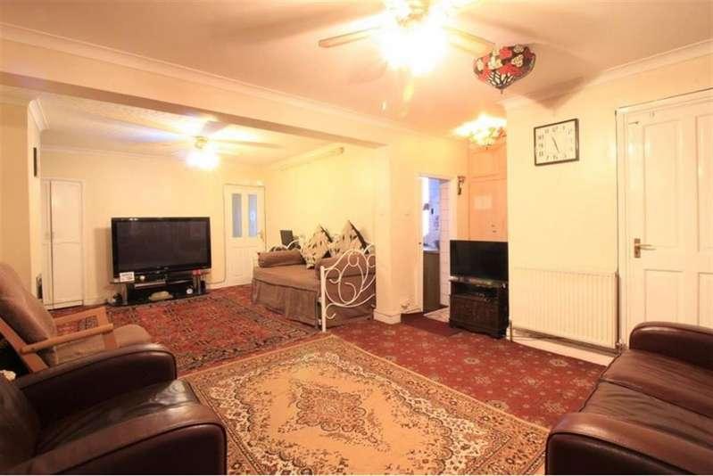 4 Bedrooms Semi Detached House for sale in Summerhouse Avenue, Hounslow, TW5 9DA
