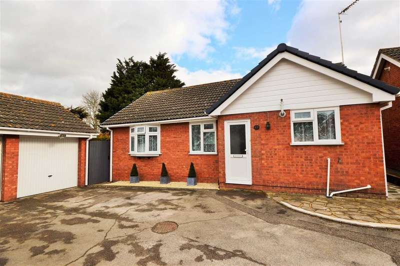 4 Bedrooms Detached Bungalow for sale in Lenham Way, Basildon