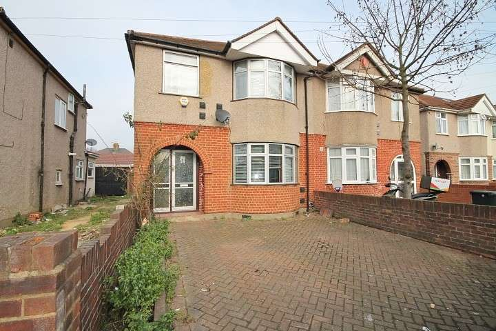 3 Bedrooms Semi Detached House for rent in Cambridge Close, Hounslow, TW4