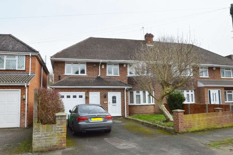 4 Bedrooms Semi Detached House for sale in Cedar Way, Langley, SL3