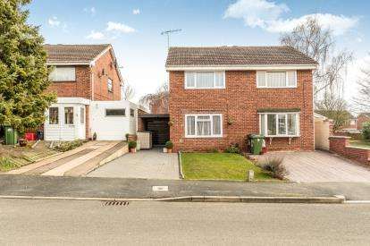 2 Bedrooms Semi Detached House for sale in Hicks Close, Warwick, .