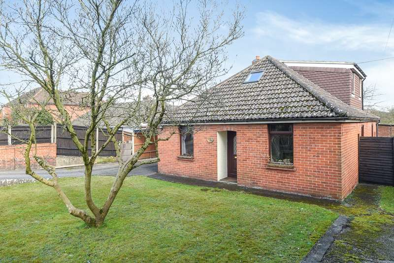 3 Bedrooms Bungalow for sale in Bath Road, Padworth, Reading, RG7