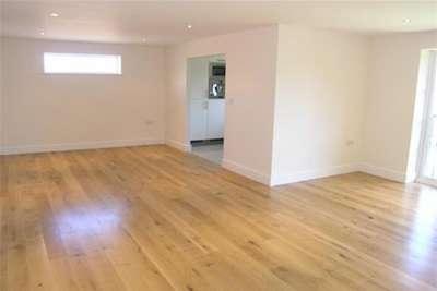 2 Bedrooms Flat for rent in Burton Lane, Goffs Oak EN7 6SN